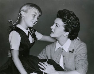 Nancy Kelly (R) with Patty McCormack in The Bad Seed