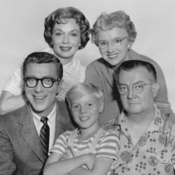 Joseph Kearns (R) with Dennis The Menace Cast (clockwise from center) Jay North, Herbert Anderson, Gloria Henry and Sylvia Field 1960