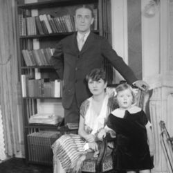 F. Scott Fitzgerald with wife Zelda and daughter Frances (1925)