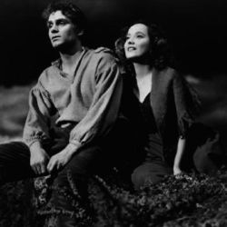 Merle Oberon with Laurence Olivier in Wuthering Heights (1939)