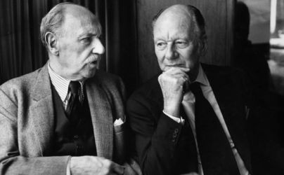 Sir Ralph Richardson (L) and Sir John Gielgud (R)